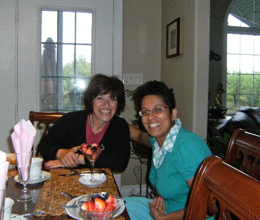 Graystone Bed and Breakfast: Nicky served me breafast as I had to leave EARLY that day.