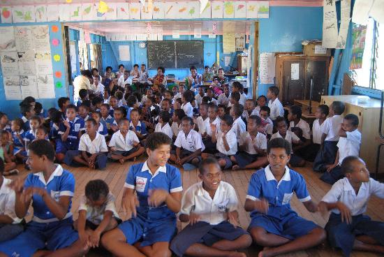 อินเตอร์คอนทิเน็นทอลฟิจิกอล์ฟรีสอร์ทแอนด์สปา: Malo Malo Primary School visit