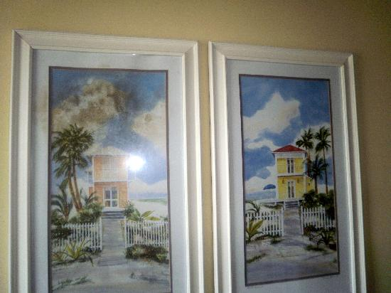 Sea Cabins and Oceanside Villas: notice picture left - MOLD