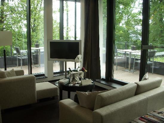 Relais & Châteaux Hotel Burg Schwarzenstein: Living area to deck