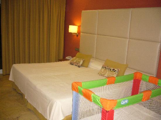 Hotel Port Mahon: La habitacion