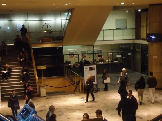 Teatro Municipal General San Martin: Hall entrada ,escaleras a las salas y boletería