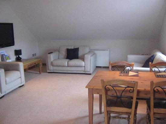 Carn Brea Holiday Apartments & Spa : living/diningroom