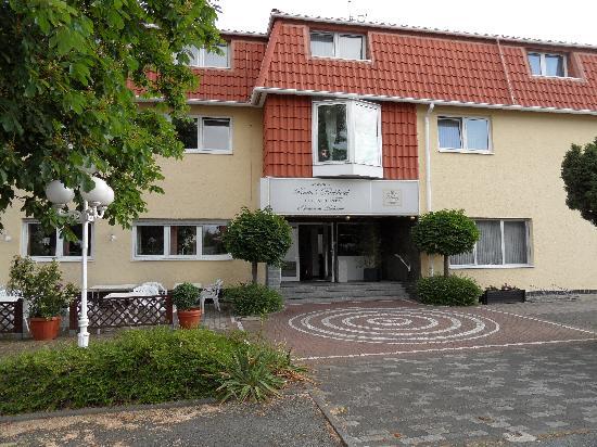 Parkhotel Obertshausen: seitliche Außenansicht