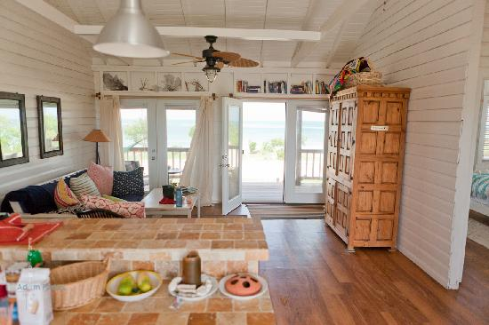 Barbuda Cottages: Living room and kitchen
