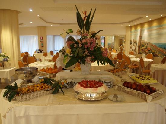 Acacia Resort Parco dei Leoni: Buffet