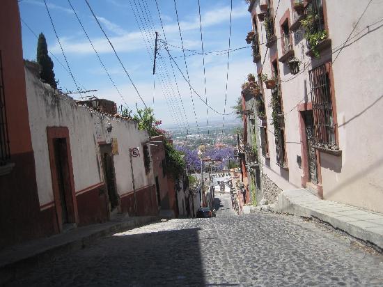 San Miguel de Allende (เทศบาลเมืองซานมิเกล เดอ อาเลนเด), เม็กซิโก: Calle empinada