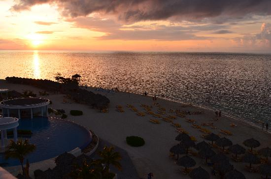 Iberostar Rose Hall Suites: Sunset from Balcony