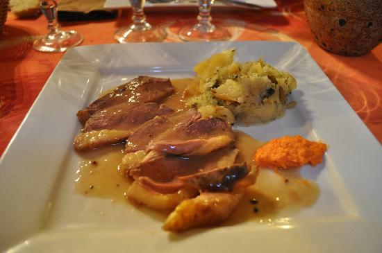 Auberge de Mirandol: Le magret sauce à la truffe (je n'ai pas senti la truffe!!!)
