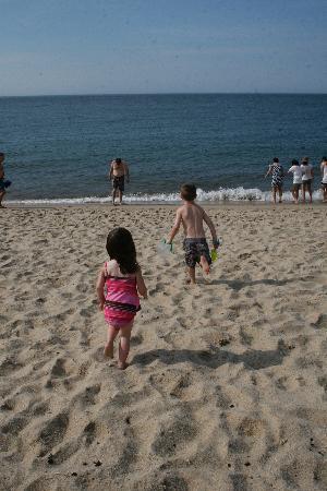 Race Point Beach: Kids on the beach