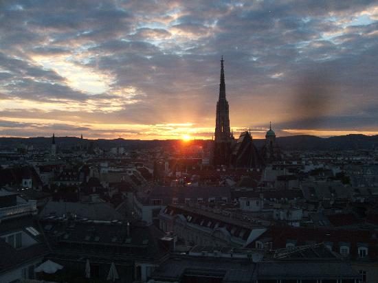 Hotel Am Parkring: sunset over Vienna from the balcony