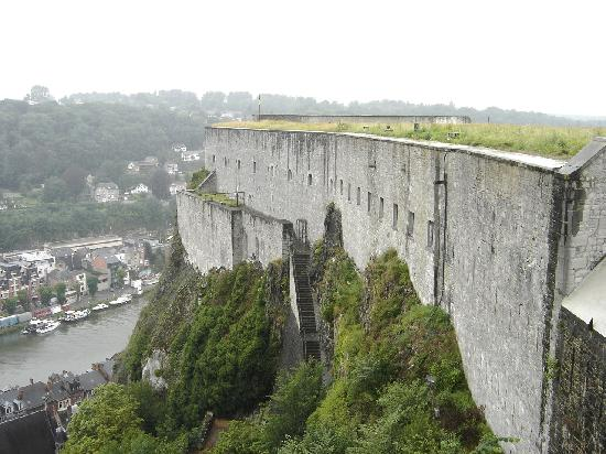 Dinant, Belgien: Walls of the citadel