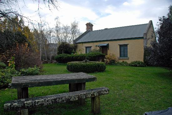 Blackwood Park Cottages Mole Creek: The Garden in winter