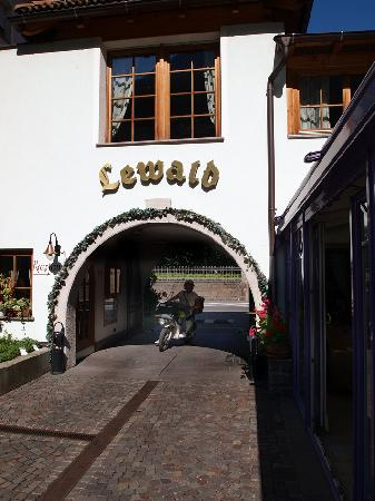 Hotel Lewald : YOU WILL NOT REGRET STAYING HERE