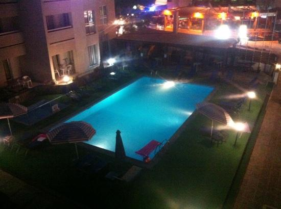Daphne Hotel Apartments: pool at night
