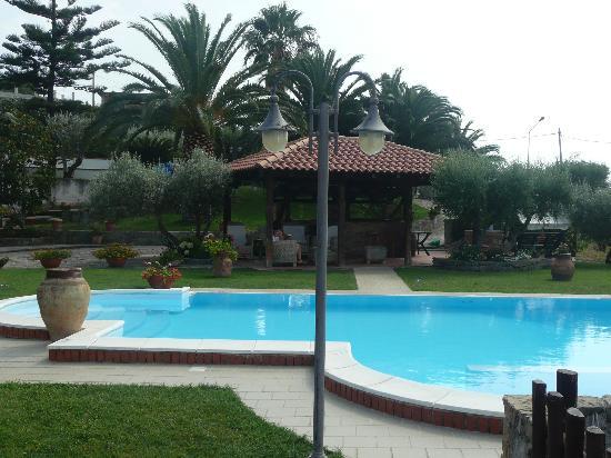 Capo d'Orlando, Italy: giardino e piscina