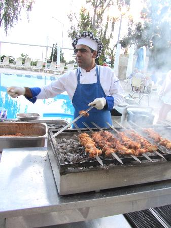 Side Alegria Hotel & Spa: Kebabs by the pool