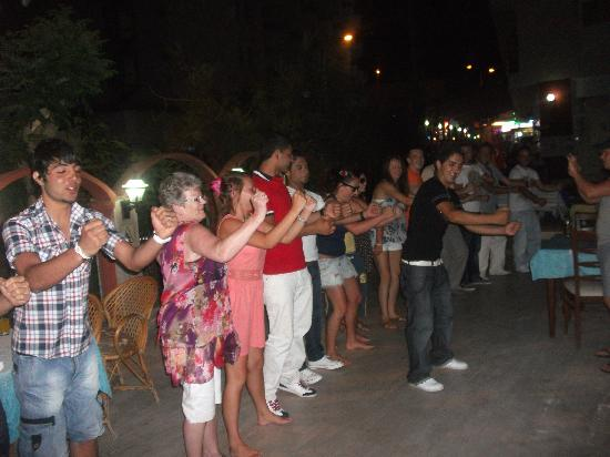 Seren Sari Hotel: dancing with people we met n bar staff