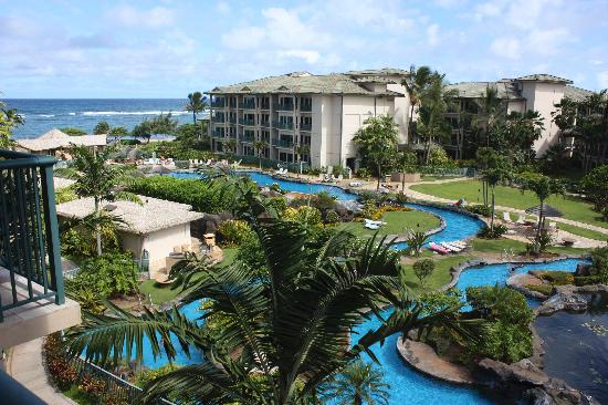 Waipouli Beach Resort: Awesome swimming pool area with two slides and two hot tubs and secret cave