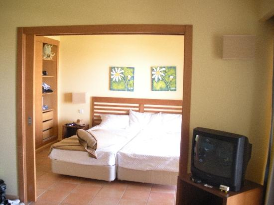 Alto da Colina Aparthotel: Our Room3