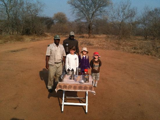 Indlovu River Lodge : Hot chocolate stop on game drive