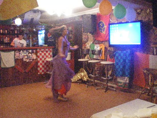 Halikarnas Restaurant: turkish dancer
