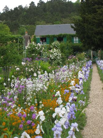 Giverny, Γαλλία: In front of the house