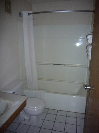 Motel 6 Findlay: Bathroom