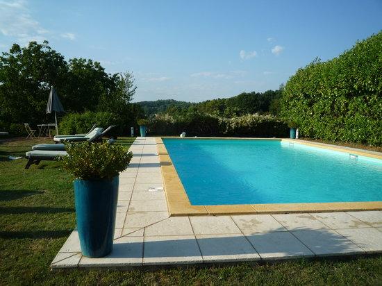 Hotel de Charme La Maison des Peyrat: pool und garten