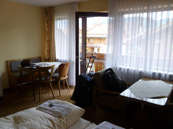Appartement Gästehaus Köpf: Another view of the room