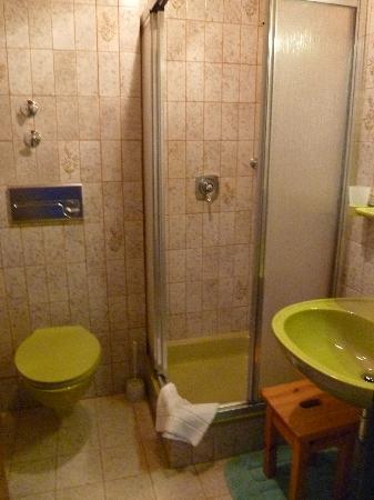 Appartement Gästehaus Köpf: The Bath