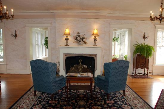 The Rogers House : Living Room