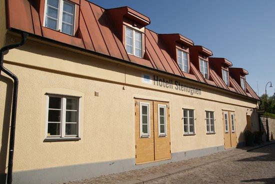 Hotel Stenugnen: Hotel exterior.