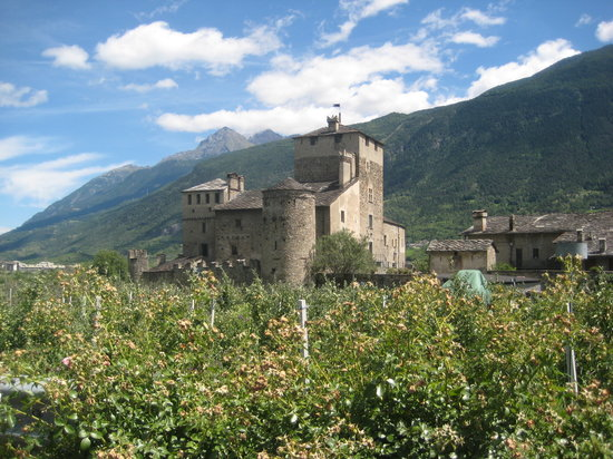 ‪Castello Sarriod de La Tour‬