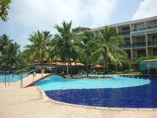 Eden Resort & Spa: The pool & pool bar