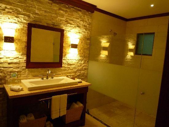 Hotel Bosque del Mar Playa Hermosa: Bathroom was beautiful!