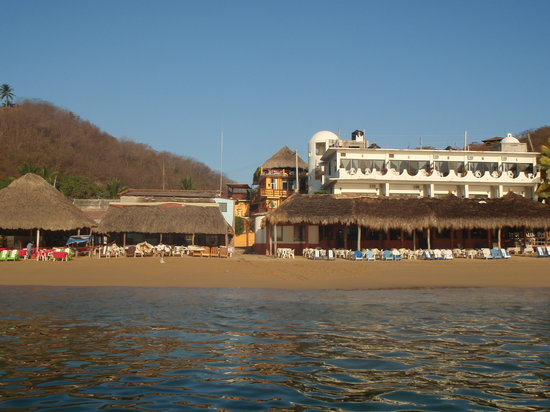 Puerto Angel, Mexico: Playa Panteon from the sea, with Hotel La Cabana in the background