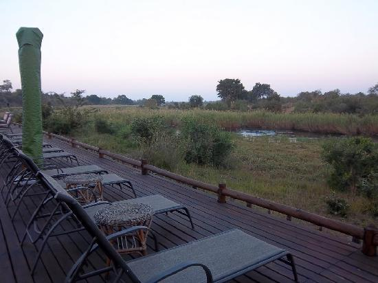 Sabie River Bush Lodge: Great outdoor deck overlooking river (with Hippos)