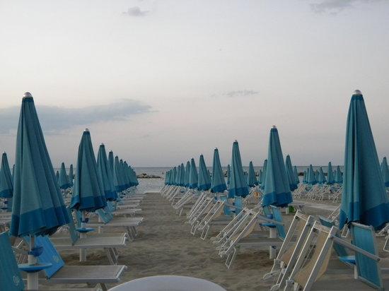 Cattolica, Italy: spiaggia serale