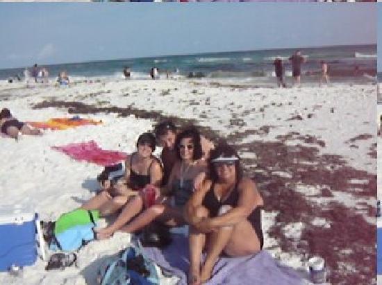 Leeward Key Condominiums: Dirty beach in Destin.