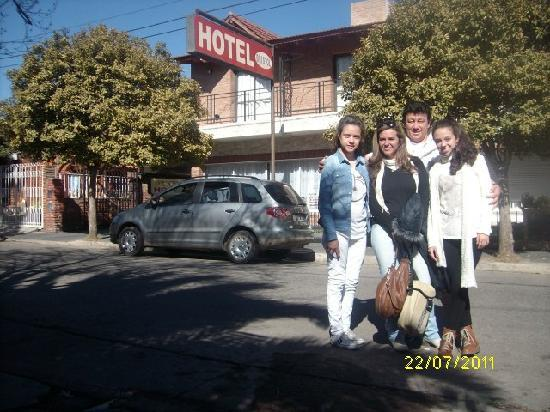 Hotel Bristol: Familia Fernandez Sarlo