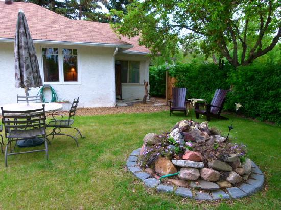 Heartwood Inn and Spa: Vacation Bungalow private yard, bbq, firepit