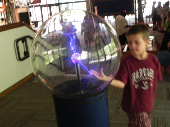 Mid-America Science Museum: Electicity in motion
