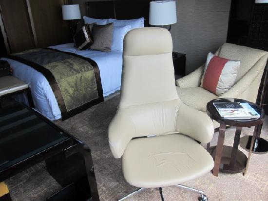 The Ritz-Carlton, Hong Kong: room was decent