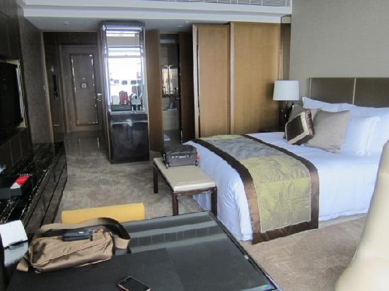 The Ritz-Carlton, Hong Kong: room pic