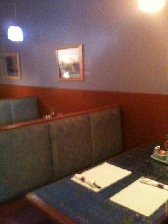 Thai Orchid Cuisine: booth seating