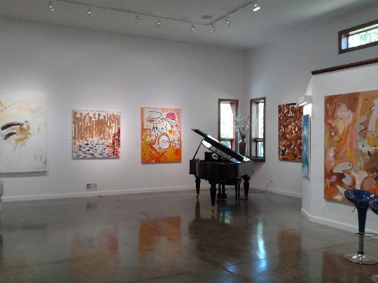 DM Weil Gallery : beautiful space