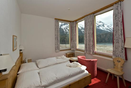 Hotel Waldhaus Am See : bedroom with lake view