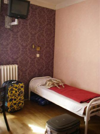 Caulaincourt Square Hostel: My Room
