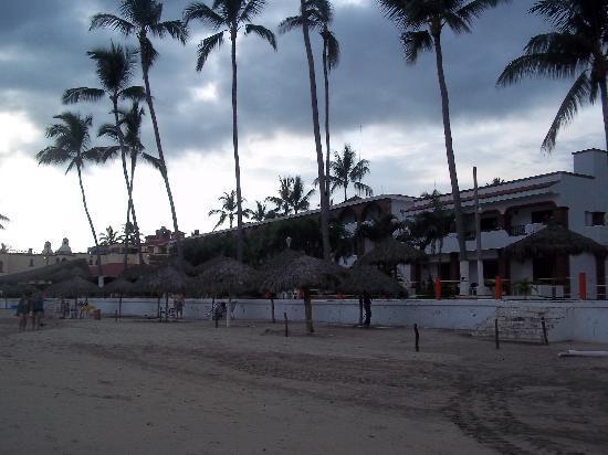 Costa Alegre Hotel and Suites: vista desde la playa